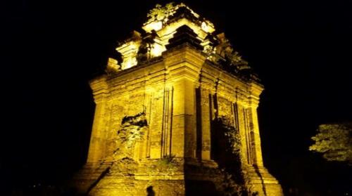 tháp nhạn về đêm