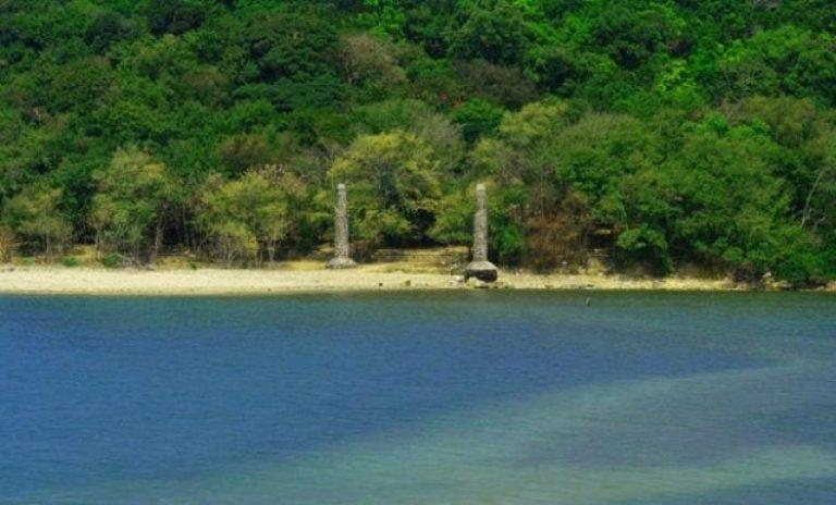 Quang cảnh Đảo Nhất Tự Sơn khi nước lên