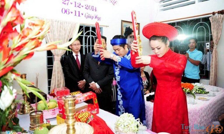 Thắp hương gia tiên Trình tự phong tục cưới hỏi của người Việt Nam