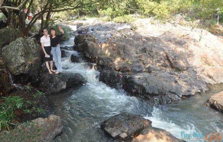 Thưởng ngoạn dòng thác đẹp nhất Phú Yên