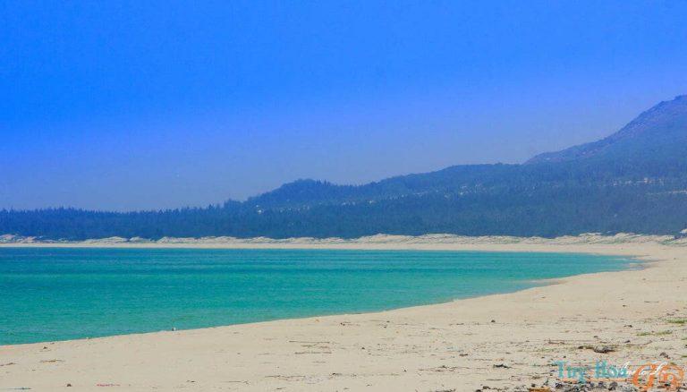 Bãi Biển Từ Nham Phú Yên - tuyệt tác thiên nhiên ban tặng