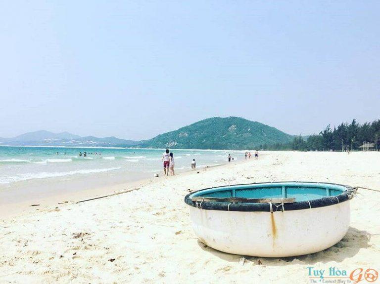2-bien-vinh-hoa-phu-yen Khám phá thiên đường nghỉ dưỡng - Biển Vịnh Hòa Phú Yên