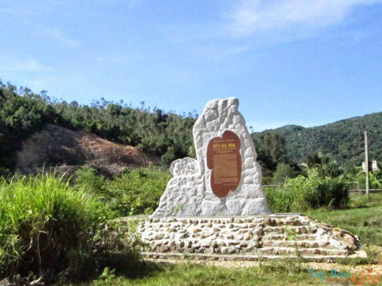 Niềm kiêu hãnh của du lịch Phú Yên - núi Ông/núi Đá Bia