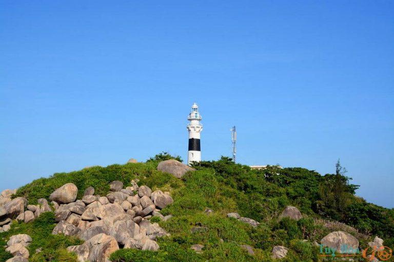 Check-in ngọn hải đăng trăm tuổi khi du lịch Cù Lao Xanh