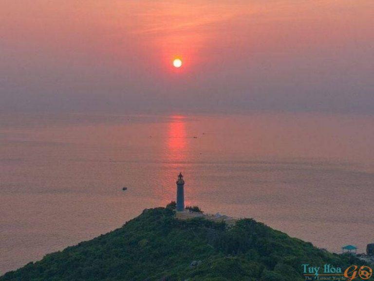 Cực Đông Việt Nam Hải Đăng Mũi Điện: nơi đón ánh bình mình đầu tiên - địa điểm du lịch Phú Yên cực hot