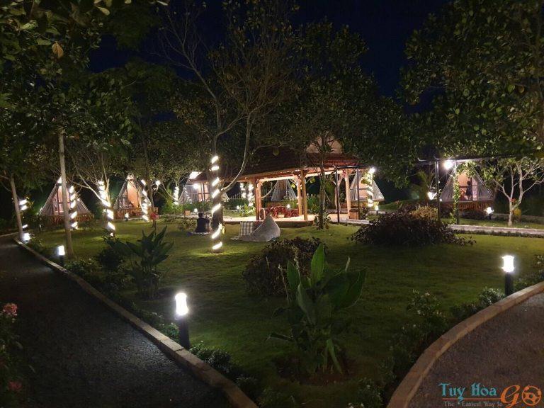 Long Vân Garden vào ban đêm