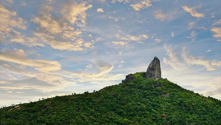Núi Đá Bia Phú Yên và ý nghĩa tên gọi