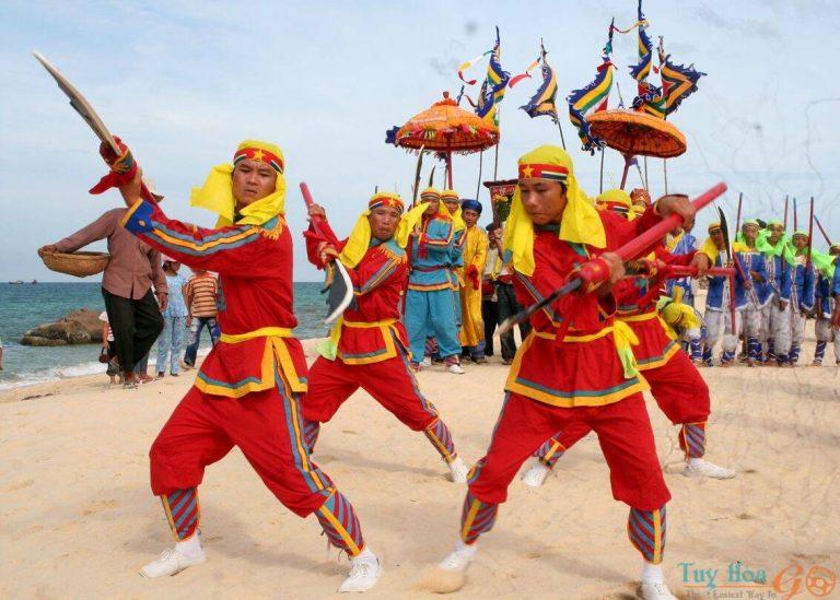 Lễ hội đua thuyền đầm Ô Loan