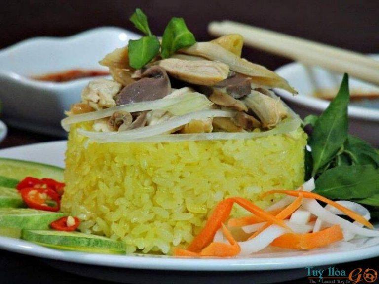 Cơm gà Nha Trang nóng dẻo vàng ươm