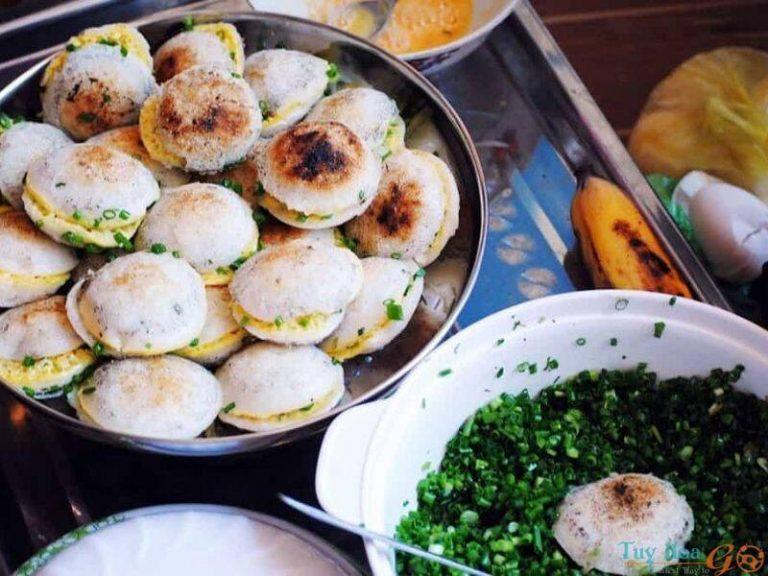 Từ bánh căn cổ điển nhân trứng đến bánh căn hải sản đậm vị biển