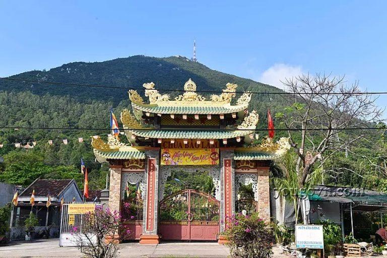 Cổng chùa Bảo Lâm