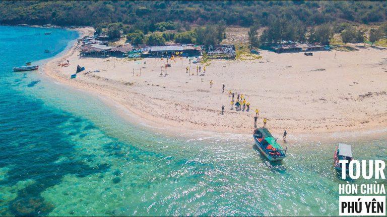 Quanh đảo có những rạn san hô với diện tích lên đến gần 100ha.