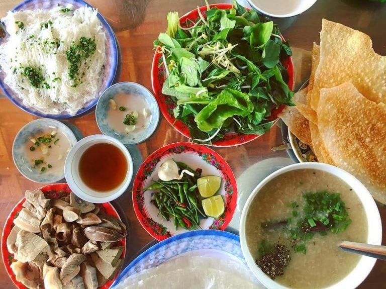 Cách thưởng thức bánh hỏi lòng heo Phú Yên