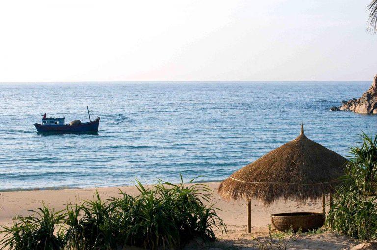 Đắm chìm không gian biển cả thanh bình nơi bãi Tràm Phú Yên