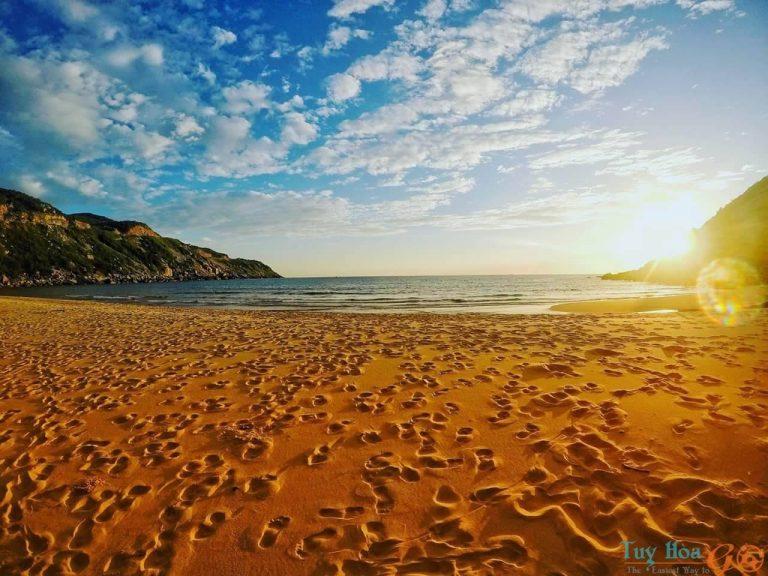 Bãi Môn – Bãi biển đẹp Phú Yên với ánh bình minh đặc biệt