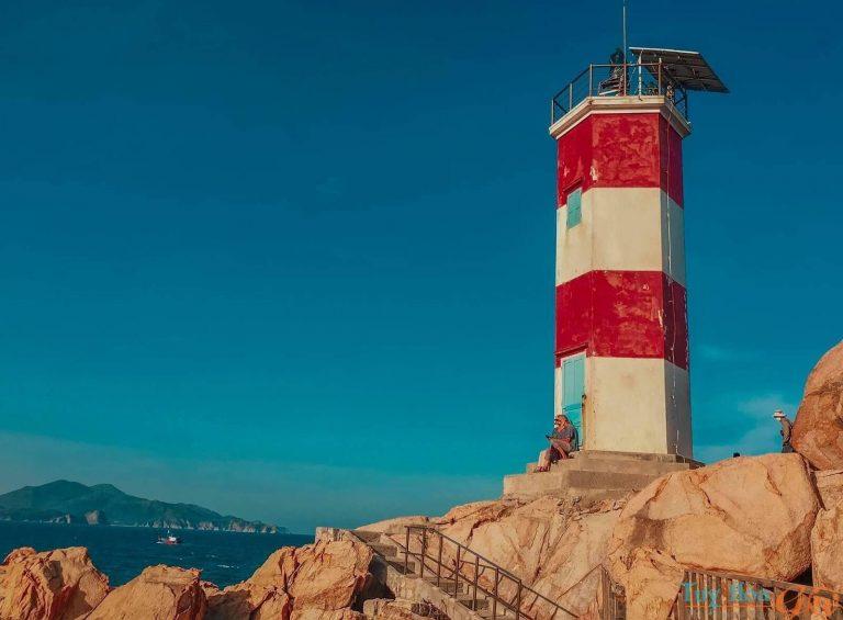 Hải đăng Gành Đèn - du lịch Tuy An Phú Yên