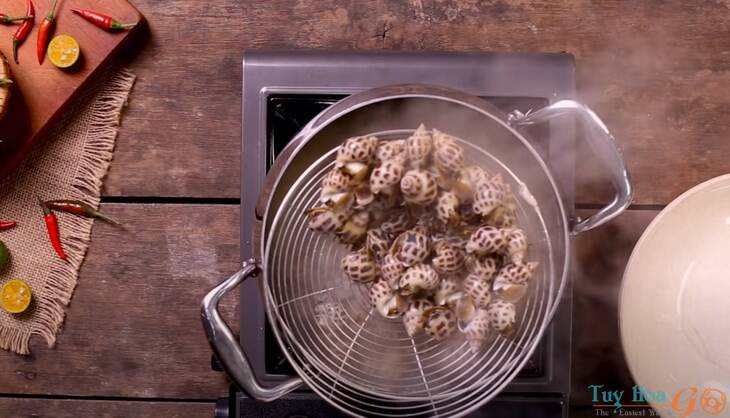 Cách làm ốc hương rang muối ớt ngon tại nhà