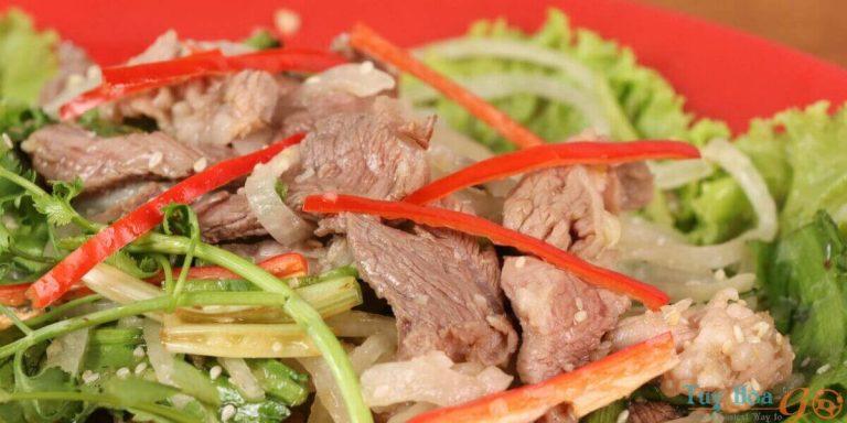 Cùng vào bếp trổ tài nấu ăn với cách làm gỏi bò bóp thái thơm ngon
