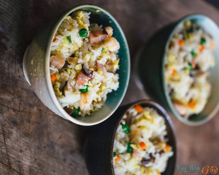 Thay đổi thực đơn chống ngán với cách làm cơm chiên dương châu giòn ngon