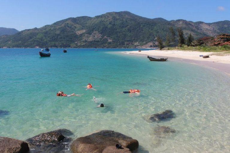 Bãi Biển Từ Nham Phú Yên: Đắm say vẻ đẹp trời ban 14/10/2021