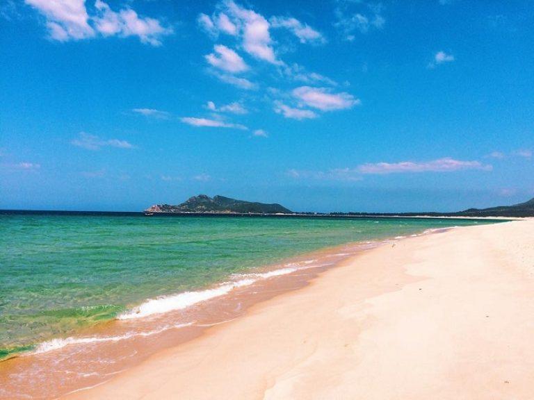 Bãi Biển Từ Nham Phú Yên: Đắm say vẻ đẹp trời ban 18/07/2021