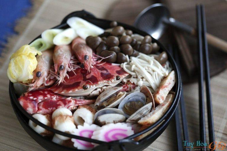 Ấm lòng ngày mưa với cách nấu lẩu hải sản chua cay hòa quyện