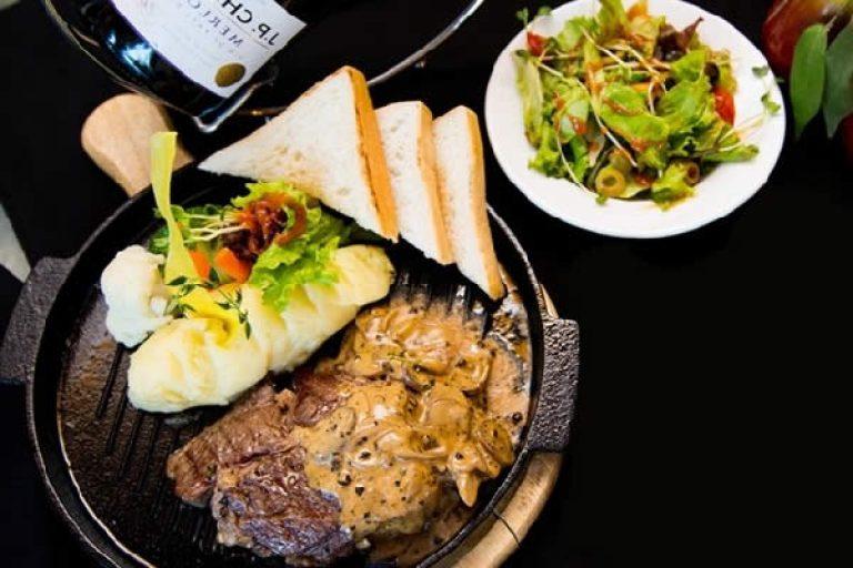 Làm món bò bít tết kiểu Việt Nam